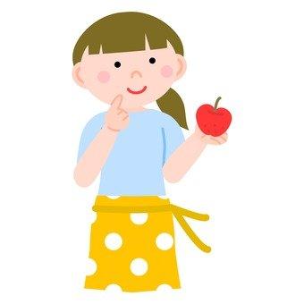 女子盯著蘋果
