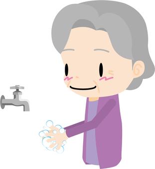 화장실 (노인 여성)