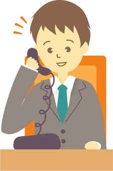 전화를하는 직장인