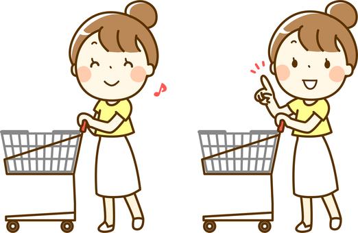 쇼핑 카트를 누르 여성