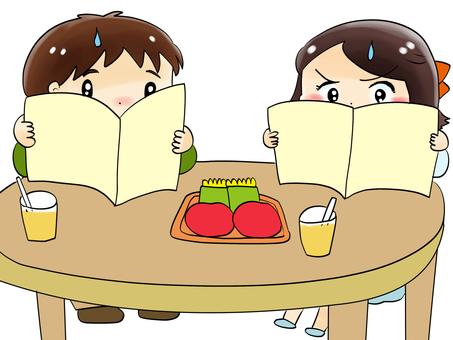 兩個人看菜單