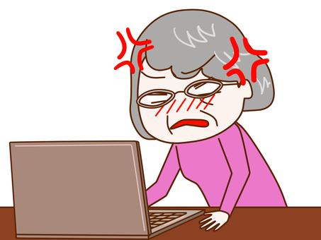 看著電腦屏幕的憤怒的母親