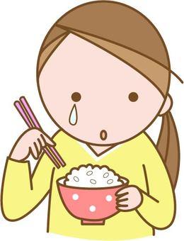 울면서 식사를하는 여성