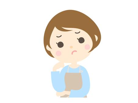 턱을 괴고 어려움을 겪고있는 앞치마 차림의 주부