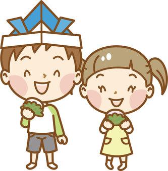 Brother and sister who eats Kashiwa mochi