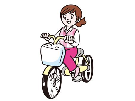 一個女人騎自行車