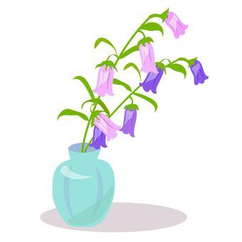 花瓶に生けたカンパニュラ