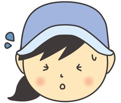 一個戴著帽子的女人