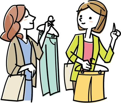 一位女士和一位朋友一起購物