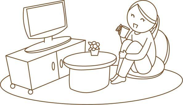 一個女人在看電視