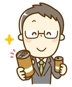 缶コーヒーを差し出すサラリーマン