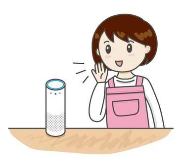 一個女人和智能揚聲器交談