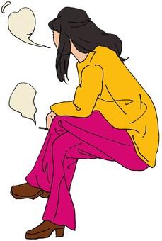 一個女人抽著粉紅色的雙腿在吸煙區交叉