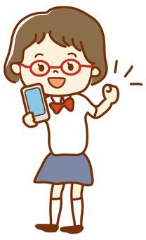 有智能手機的高中女孩