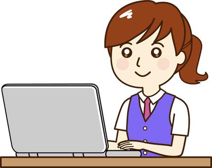 女性事務員ーパソコン