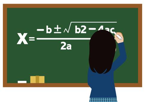黒板に書いている学生(黒板に文字あり)