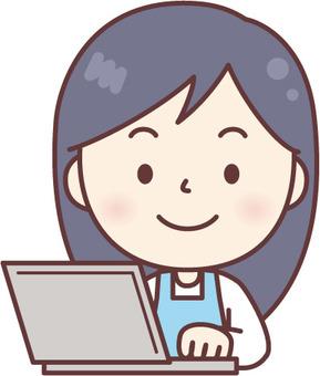 PC를 사용 앞치마 여성 파랑