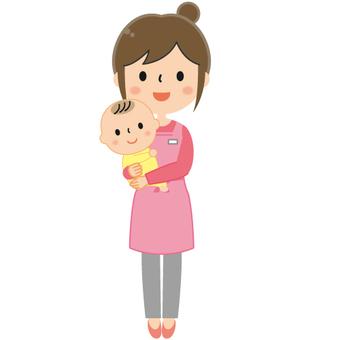 아기를 안고 여성 보육사