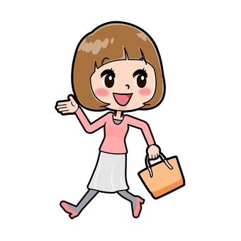 粉紅色的衣服,走A的年輕女子