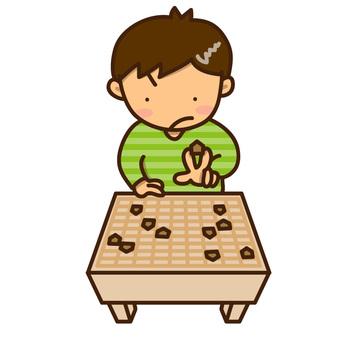 指著將棋的男孩的例證