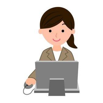 誰在電腦上工作的婦女