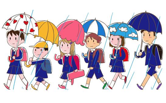 集団登校 傘を差して登校 制服
