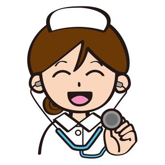 護士使用聽診器