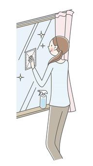 창 청소를하는 여성