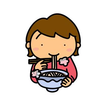 女孩吃蕎麥麵