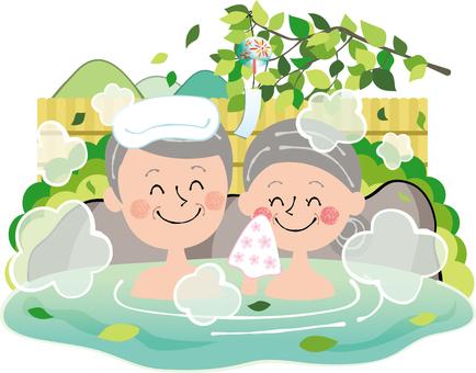 清新綠色夏季戶外浴場家庭溫泉老年情侶岩浴