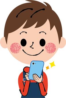 智能手機兒童使用前面的手機男孩