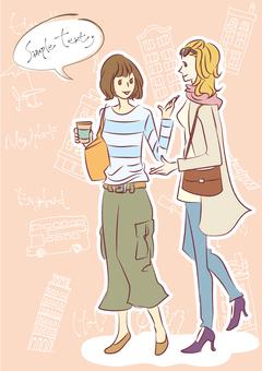 함께 걷는 일본 여성과 외국인 여성 (세로)