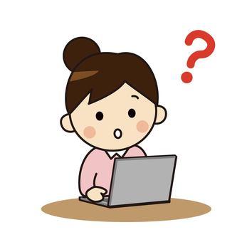 操作個人計算機的婦女