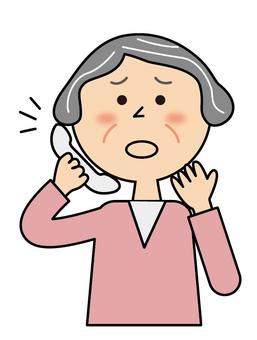 高齢女性_電話_困惑