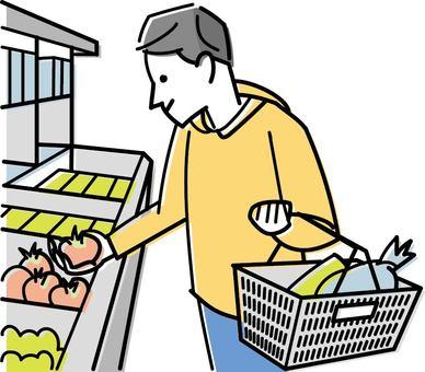 男子在超市購物