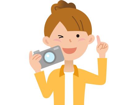 60405. Travel woman, camera