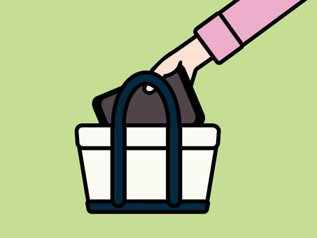タブレットをバッグから取り出す 紺
