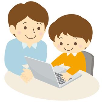 パソコンを学ぶ子供-03