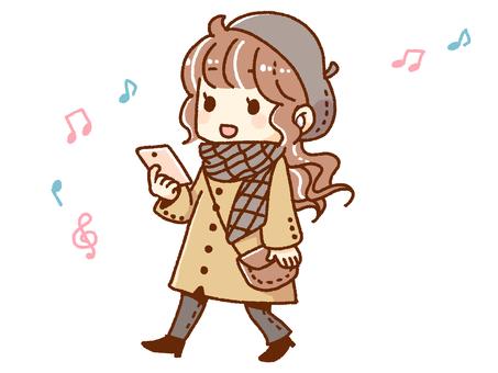 音楽を聴きながら散歩をする女の子