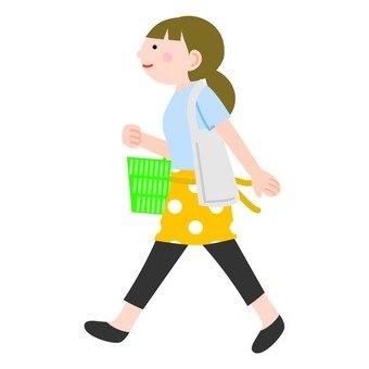女人在購物