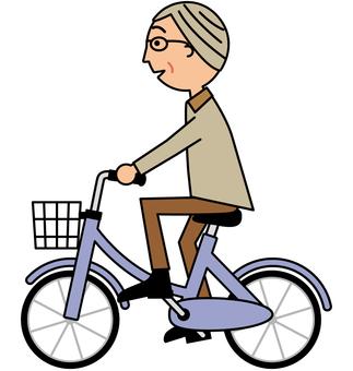 自転車に乗るシニア男性