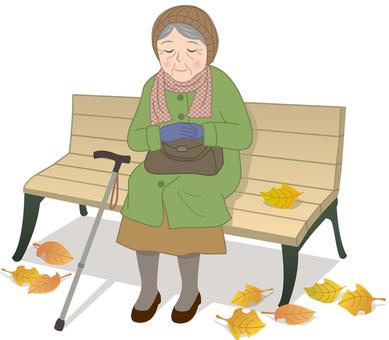 벤치에 앉는 할머니