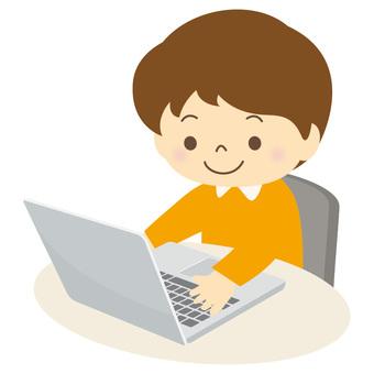 パソコンを使う子供-01