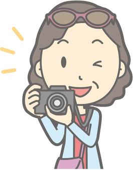女性旅遊中年相機 - 胸圍