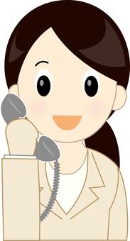 전화를하는 정장 여성