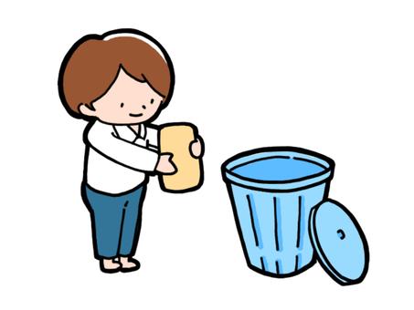 ゴミ箱にゴミを捨てようとしている少年
