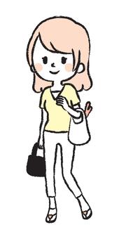 買い物をする主婦 手書きイラスト