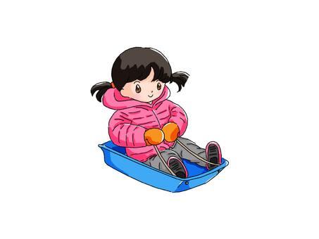 女孩玩雪橇
