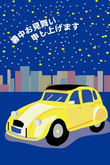用黃色的汽車炎熱的夏天太陽駕駛城市