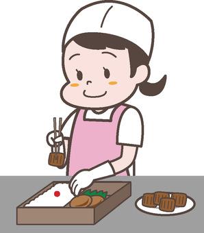 お弁当の盛り付けスタッフ